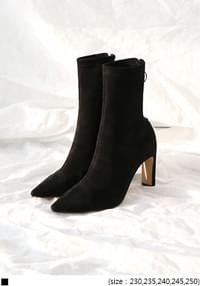 O RING SUEDE ANCKLE BOOTS