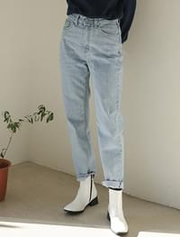light blue semi baggy jean