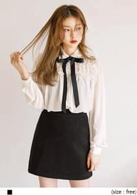 COLLAR FRILL TIE CHIFFON BLOUSEWITH CELEBRITY _ 청하, 홍진영 착용
