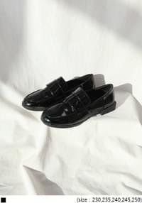 [SHOES] ROUND GLOSSY ENAMEL LOAFER