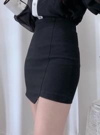 Slim unfooted mini skirt