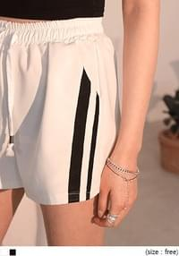 [BOTTOM] TRENDY DOUBLE LINE TRACK SHORTS