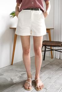 Round slit belt shorts