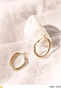 CIRCLE HOOP BOLD EARRING