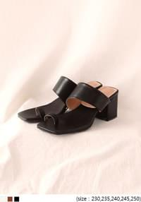 [SHOES] SQUARE TWO STRAP CHUNKY HEEL