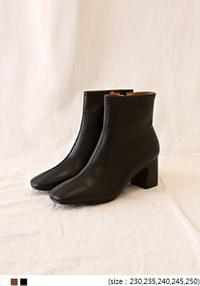 TRENDY SQUARE TOE ANKLE BOOTS