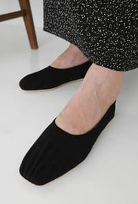 Crease suede flat shoes