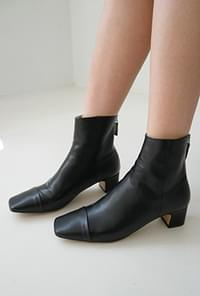 Square toe slim boots