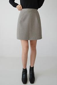 Subdued check mini skirt