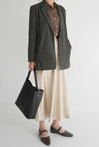 Ample size leather bag