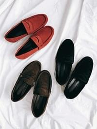 Cowhide classic suede loafers