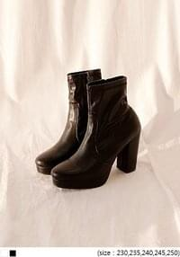 CLASSY HIGH ANKLE BOOTS