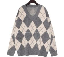 [TOP] ARGYLE WOOL LOOSE V NECK KNIT