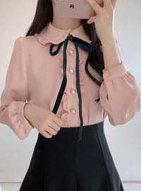 Melting ruffle pearl blouse