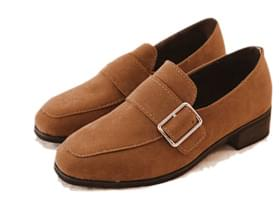 BOARD BUCKLE SUEDE LOAFER