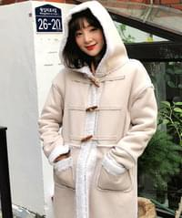 Hooded rice cake with mustang coat