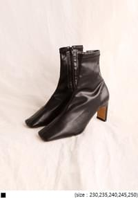 SAVE SQUARE ANKLE BOOTS