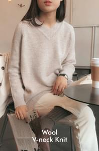 Planning Specials / Leah-Wool V Neck Knit