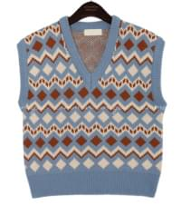 NINE DIAMOND JACQUARD KNIT VEST