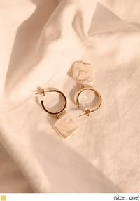 AGAIN PEARL SQUARE RING EARRING