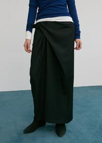 New twisted long skirt