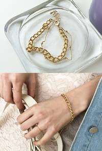 Gold bracelets anywhere