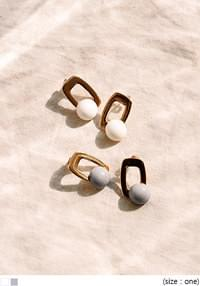 TARO SQUARE COLOR BALL EARRING