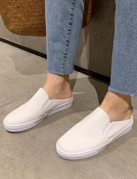 Gloss leather slip-on mule_J