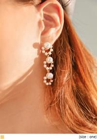 PINS TRIPLE PEARL DROP EARRING