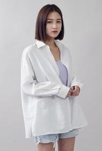 Loose-fitting twill linen shirt