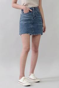 Cut short denim skirt