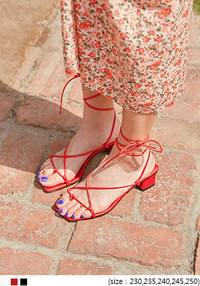 CROSS STRAP SQUARE MIDDLE HEEL