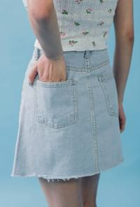 A line hem cut skirt denim