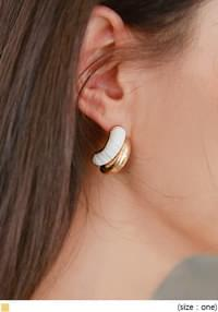 DILLON GOLD CURVE EARRING