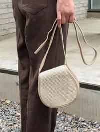 rounding rattan cross bag
