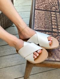 wide x-strap slipper