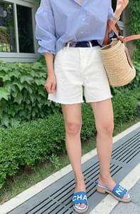 White Cutting 3.5 pcs Shorts