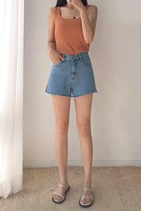 Slit blue shorts