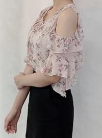 Rubber flower shoulder blouse