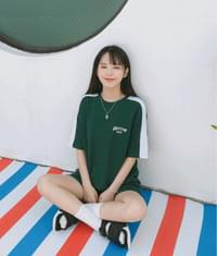 UNTITLE8Embroidered Logo Contrast Sleeve Panel T-Shirt