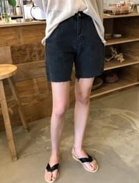 natural cutting black shorts