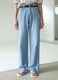 Cool loose-fitting denim pants