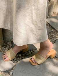 Square toe middle heel slippers