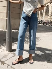 Casual roll-up denim