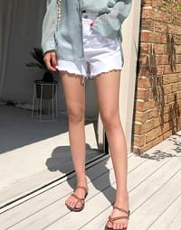 White high-short pants