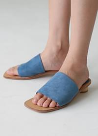 Simple suede slippers