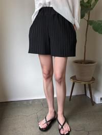 pleats banding soft shorts