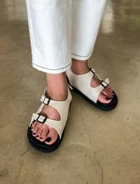 casual 2 buckle sandal