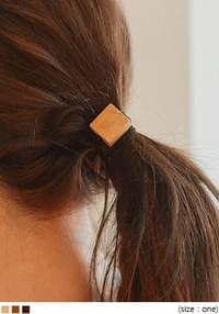 WOOD CUBE HAIR STRING