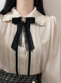 Broochset ♥ Abel pin tuck blouse